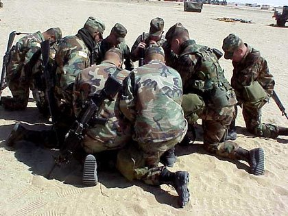 soldiers_praying-719515.jpg